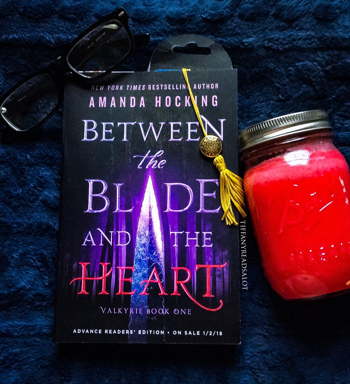 Review: Between the Blade and the Heart (Valkyrie #1) by Amanda Hocking